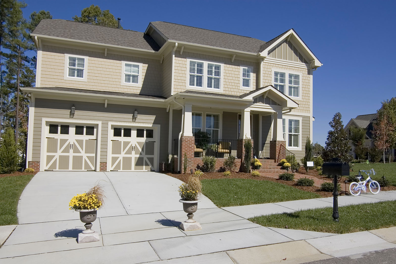 WHAT TO LOOK FOR WHEN BUYING A NEW GARAGE DOOR